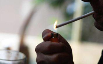 Αντικαπνιστικός: Γιατροί πιάστηκαν στα πράσα να καπνίζουν σε νοσοκομεία