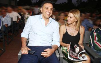 Τζένη Μπαλατσινού- Βασίλης Κικίλιας: Αγκαλιά στο θέατρο