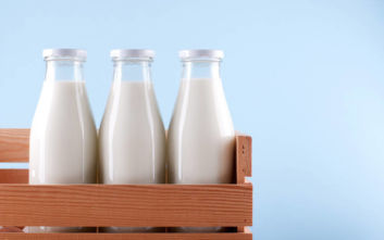 Άμεσα μέτρα για τις ελληνοποιήσεις στα αγροτικά προϊόντα και στο γάλα ανακοίνωσε ο Σκρέκας