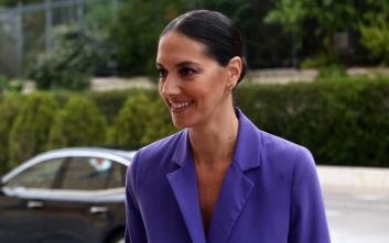 Ορκωμοσία στη Βουλή: Πανέμορφη η Νόνη Δούνια με σικ κουστούμι