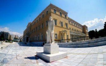 Το προσωπικό του αρχείο παρέδωσε στη Βιβλιοθήκη της Βουλής ο Νίκος Βούτσης