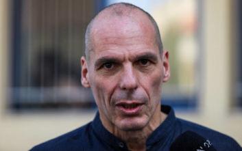 Βαρουφάκης για το περιστατικό στο Παρίσι: Η ανεγκέφαλη καταστολή καραδοκεί εκεί που δεν την περιμένεις
