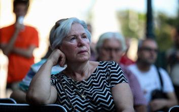 Εθνικές εκλογές 2019: Κατεβασμένα κεφάλια και προβληματισμός στο περίπτερο του ΣΥΡΙΖΑ στο Σύνταγμα