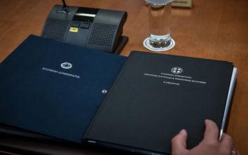Οι οδηγίες ανά υπουργείο που περιλάμβαναν οι φάκελοι που μοίρασε ο Μητσοτάκης