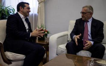 Συνάντηση του Αλέξη Τσίπρα με τον επικεφαλής του ESM Κλάους Ρέγκλινγκ