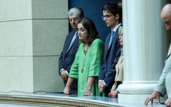 Ορκωμοσία στη Βουλή: Στο πλευρό του πατέρα του ο Κωνσταντίνος Μητσοτάκης