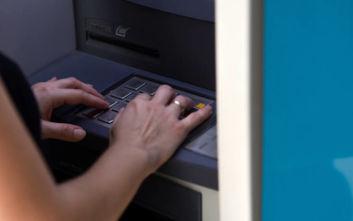 Προς «πάγωμα» οι αυξήσεις στις προμήθειες των τραπεζών