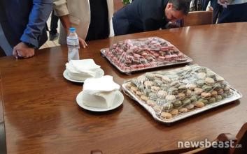 Τα γλυκά του Κώστα Τασούλα στη Βουλή για τα γενέθλιά του