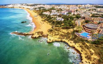 Το θέρετρο στην Πορτογαλία με τις 25 παραλίες
