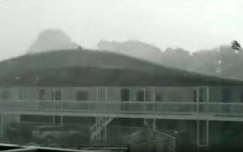 Ανεμοστρόβιλος ξήλωσε την οροφή ξενοδοχείου