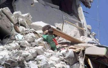 Η φρίκη του πολέμου στη Συρία: 5χρονη πεθαίνει στην προσπάθειά της να σώσει τη λίγων μηνών αδελφή της