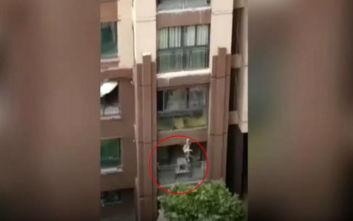 Ένα 3χρονο αγοράκι έπεσε από ύψος 5 ορόφων και επέζησε
