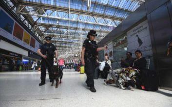 Προκάλεσε χάος στο Λονδίνο κυνηγώντας τον σκύλο του στις γραμμές του τρένου