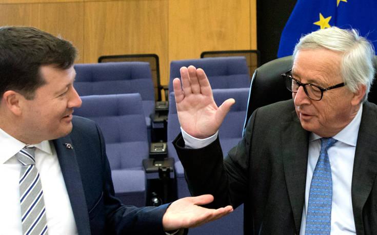 Κορυφαίος συνεργάτης του Γιούνκερ στην Κομισιόν αποχωρεί από τη θέση του