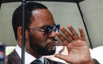 Συνελήφθη ο τραγουδιστής R. Kelly για αποπλάνηση ανηλίκου
