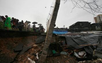 Έπεσε φράγμα στην Ινδία από τις βροχοπτώσεις, έξι νεκροί