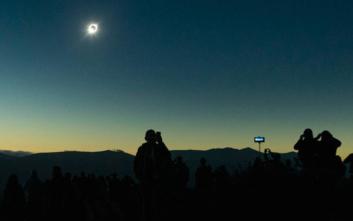 Χιλή: Μαγικές εικόνες από την έκλειψη ηλίου