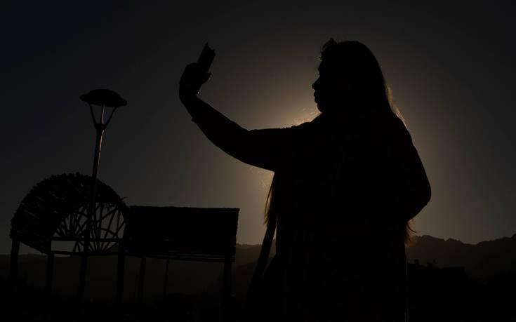 Μαγικές εικόνες από την έκλειψη ηλίου – Newsbeast
