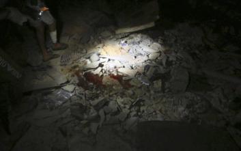 Σκηνές φρίκης κατά τον βομβαρδισμό του κέντρου κράτησης μεταναστών στη Λιβύη