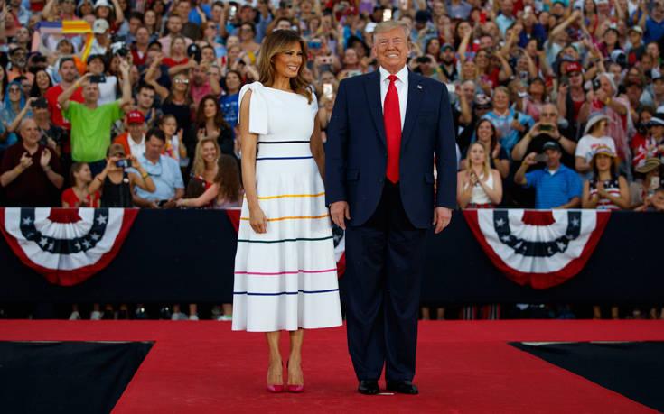 Η εντυπωσιακή και άκρως καλοκαιρινή εμφάνιση της Μελάνια Τραμπ – Newsbeast