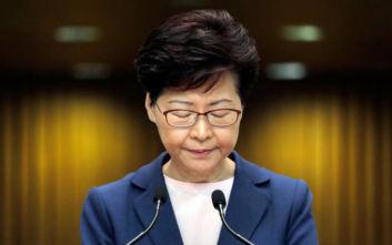 Διαψεύδει τα περί παραίτησής της η κυβερνήτης του Χονγκ Κονγκ