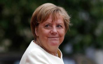 Άνγκελα Μέρκελ: Λαχανιασμένη εμφανίστηκε μπροστά στις κάμερες στο Παρίσι