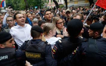 Συλλήψεις διαδηλωτών στη Μόσχα για την επέτειο 10 χρόνων από τη δολοφονία ακτιβίστριας