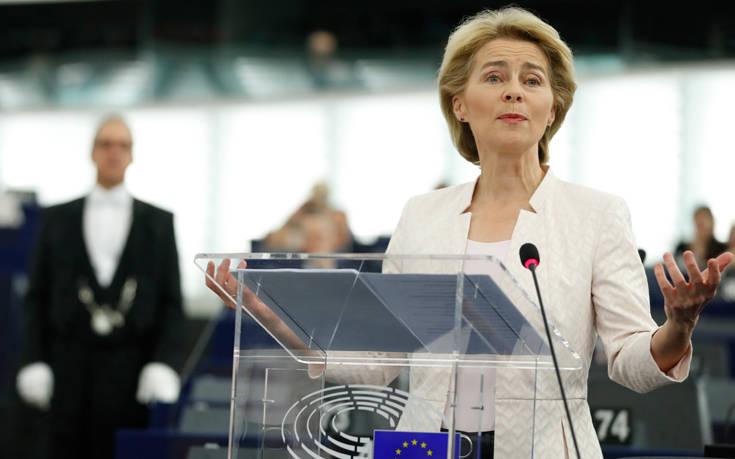 Ούρσουλα φον ντερ Λάιεν: Δεν θέλουμε σκληρό Brexit