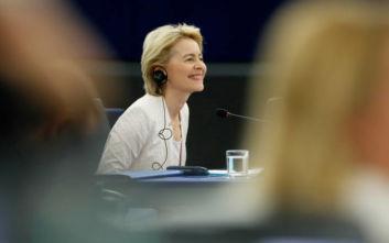Ούρσουλα φον ντερ Λάιεν: Παρότρυνε τον Τζόνσον να ορίσει γυναίκα Επίτροπο