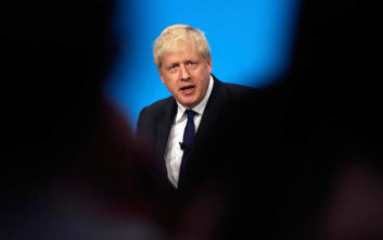 Βρετανία: Ελαφρά μείωση στο προβάδισμα των Συντηρητικών έναντι των Εργατικών