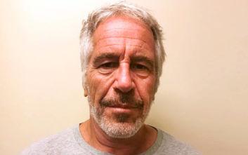 Τραυματισμένος στο κελί του βρέθηκε ο χρηματιστής Τζέφρι Επστάιν