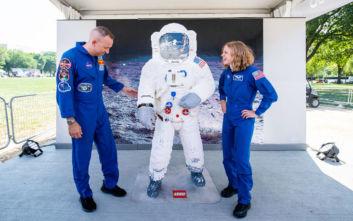 Η στολή του αστροναύτη Μπαζ Όλντριν φτιαγμένη από κυβάκια