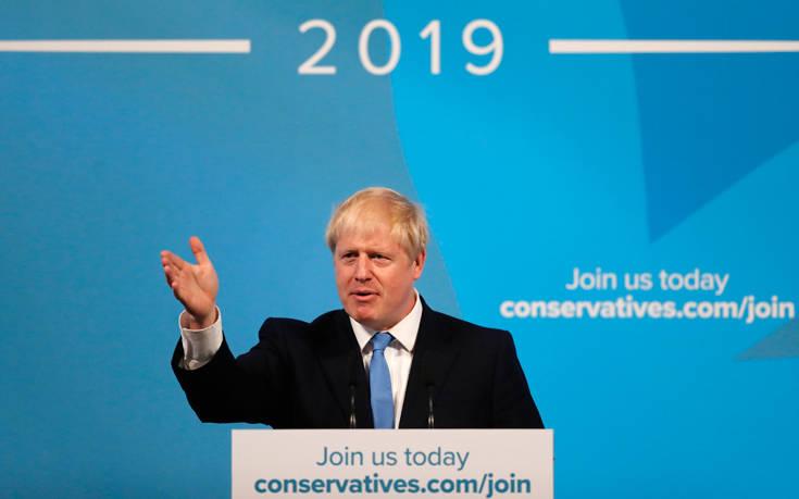 Μπόρις Τζόνσον: Από το Μπάκιγχαμ στη Ντάουνινγκ Στριτ, αναλαμβάνει επισήμως πρωθυπουργός