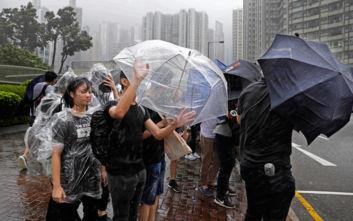 Χονγκ Κονγκ: Κλειστά σχολεία και γραφεία λόγω προειδοποίησης για κυκλώνα