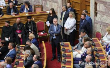 Ορκωμοσία στη Βουλή: Ο... τελευταίος Γιώργος Κατρούγκαλος έψαχνε κάθισμα