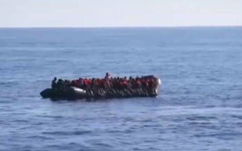 Ναυάγιο στη Λιβύη: 400 άνθρωποι επέβαιναν σε τρεις λέμβους