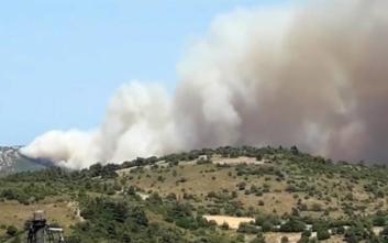 Μαίνεται η μεγάλη φωτιά στην Εύβοια, εκκενώθηκε το Μακρυχώρι