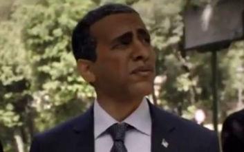 Σάλος από ρατσιστικό σποτ αεροπορικής εταιρείας: Λευκός ηθοποιός βάφτηκε για να υποδυθεί τον Ομπάμα