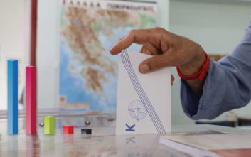 Δημοσκόπηση MRB: Στο 15% η διαφορά ΝΔ και ΣΥΡΙΖΑ - Τι λένε οι πολίτες για οικονομία και κορονοϊό