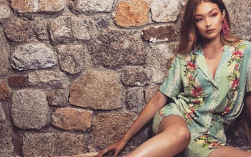 Η Gigi Hadid ποζάρει με μικροσκοπικό μπικίνι στη Μύκονο και παίρνει εκατομμύρια likes