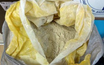 Ο πάτος της βαλίτσας έκρυβε πάνω από 6 κιλά ηρωίνης