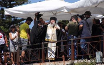Η ανατριχιαστική στιγμή που ο ιερέας είπε τα ονόματα των νεκρών στο Μάτι