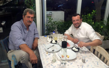 Για ψαρομεζέδες στο Μοσχάτο ο Παύλος Πολάκης με τον Νίκο Παππά