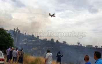 Η φωτιά έφτασε στο χωριό Δίβρη, μαζεύτηκαν στην πλατεία οι κάτοικοι