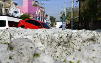 Πρωτοφανής χαλαζόπτωση στο Μεξικό, δρόμοι θάφτηκαν σε πάγο ύψους 1,5 μέτρου