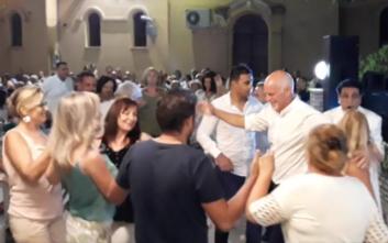 Ο χορός του Γιώργου Παπανδρέου σε πανηγύρι στην Αχαΐα