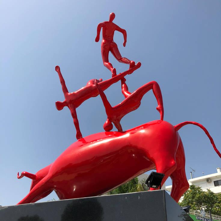 Αποτέλεσμα εικόνας για το νέο άγαλμα στην πλ.Βάρκιζας
