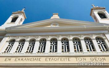 Ισχυρός σεισμός στην Αττική: Έπεσε ο σταυρός στην εκκλησία της Αγίας Ειρήνης
