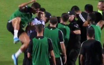 Οπαδός μπήκε να πλησιάσει την ομάδα της Γιουβέντους και ο Ρονάλντο έπεσε πάνω σε αστυνομικούς