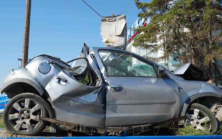Διαλυμένο το αυτοκίνητο από το δυστύχημα με τους δύο νεκρούς στη Λάρισα – Newsbeast